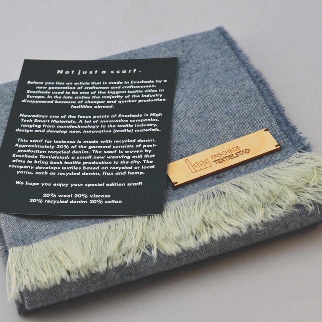 Sjaal met kaartje gemeente Enschede
